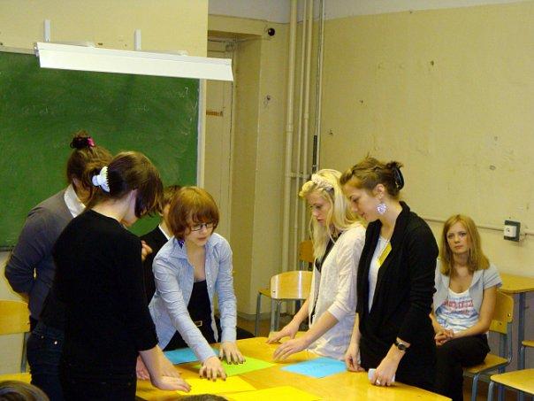 Тренинги развития навыков самоорганизации, работы в команде, эффективной коммуникации, лидерства.